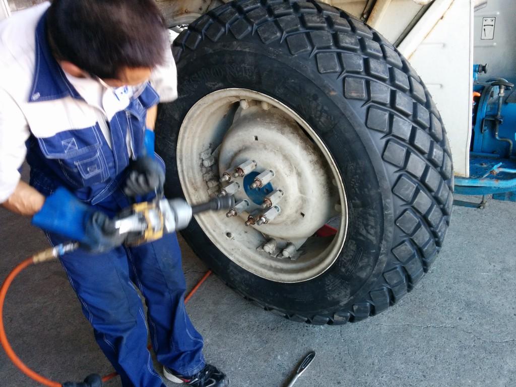 タイヤの取付け作業