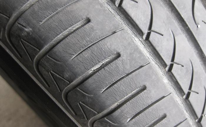 タイヤショルダー部分ひび割れ
