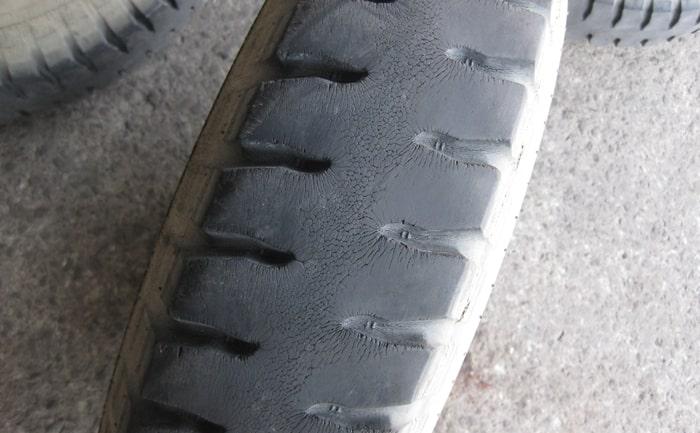 ラグ山タイヤ交換作業
