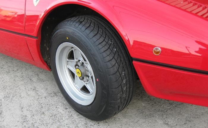 フェラーリ205/70R14