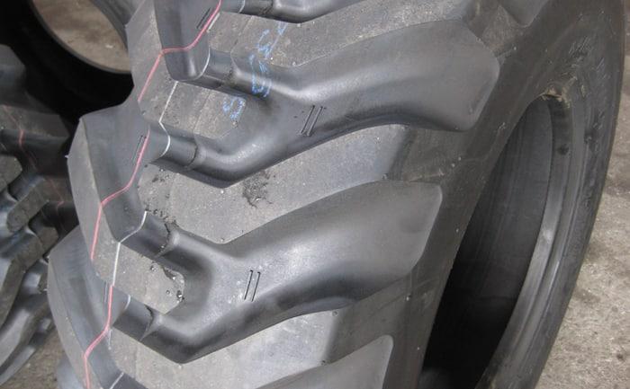 ホイールローダータイヤ新品12.5-70-16