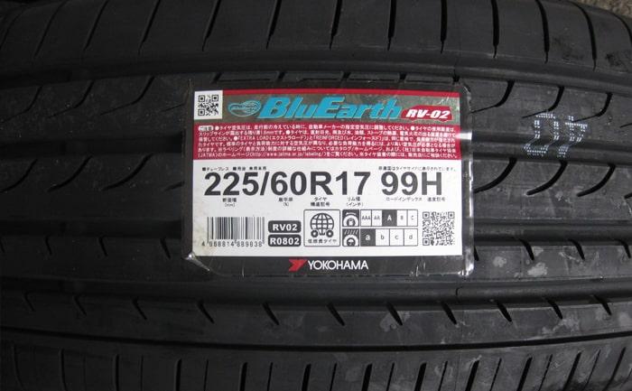 225/60R17 ブルーアースRV02