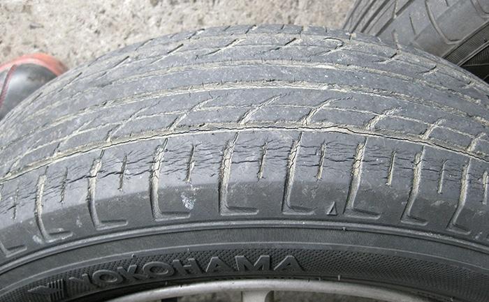 タイヤひび割れ経年劣化