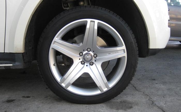 ベンツGL550 スタッドレスタイヤ 交換