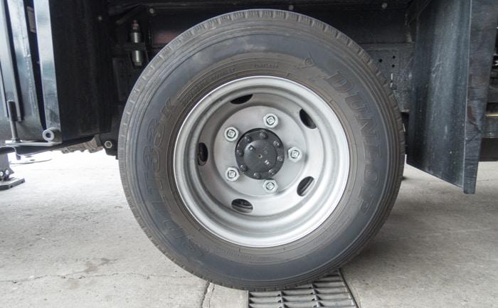 エルフ 205/85R16 純正タイヤ