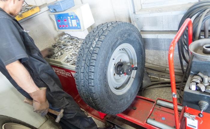 トラック タイヤ ランドクルーザー バランス
