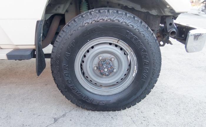 ランドクルーザー70 タイヤ交換 チューブタイプ