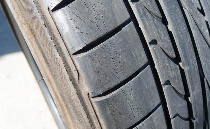 タイヤ 劣化 ヒビ ポテンザ