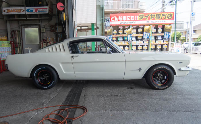 フォード マスタング タイヤ交換