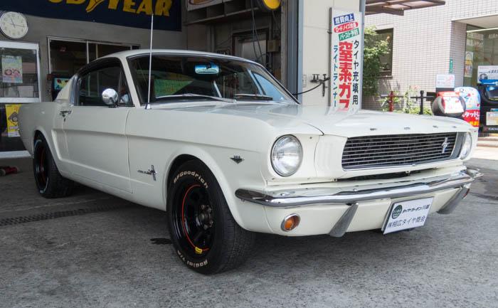 マスタング 1966年 タイヤ交換