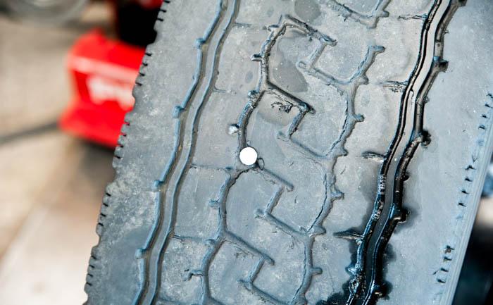 タイヤ パンク 釘 ねじ