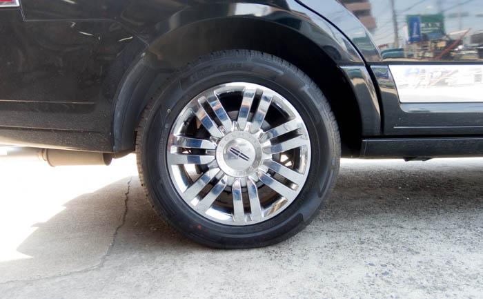 20インチ ナビゲーター タイヤ交換