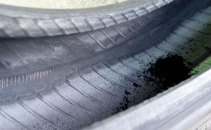 タイヤ 内部 損傷 修理