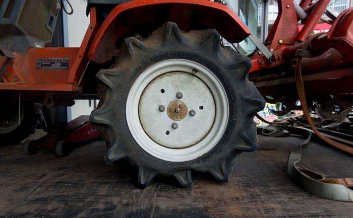 農耕機 タイヤ 交換
