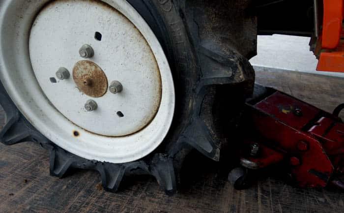クボタ タイヤ メーカー