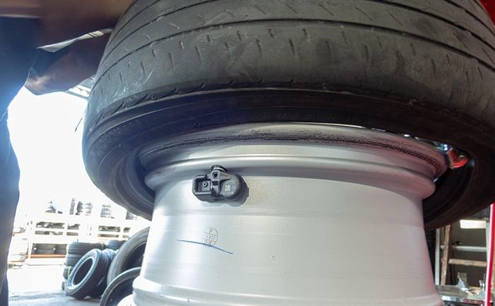 空気圧センサー-タイヤ交換