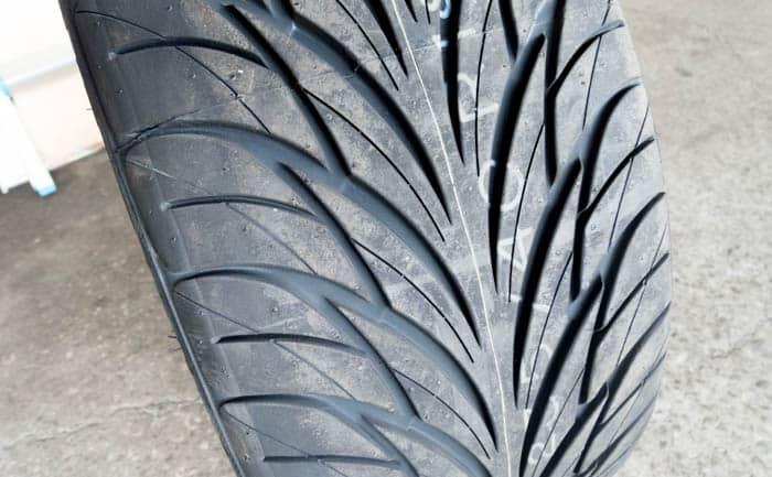 フェデラル 595 グリップ タイヤパターン