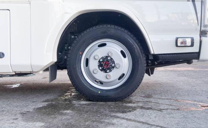 キャンピングカー タイヤ交換 スタッドレス