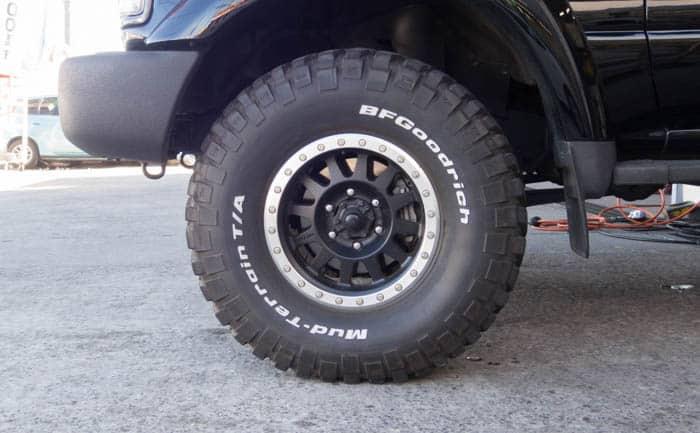 ランドクルーザー80系 タイヤ交換