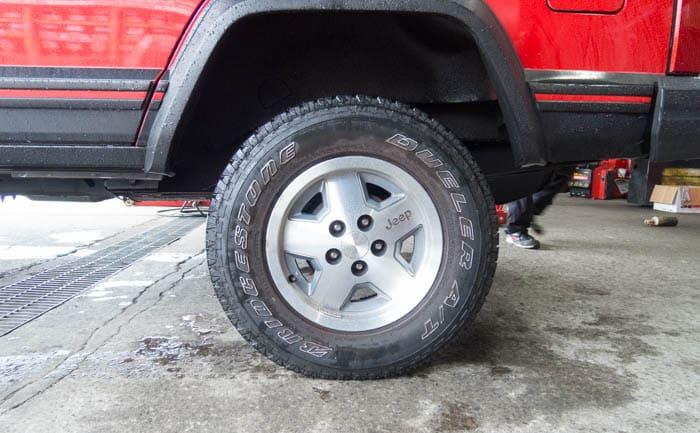 ジープ タイヤ交換