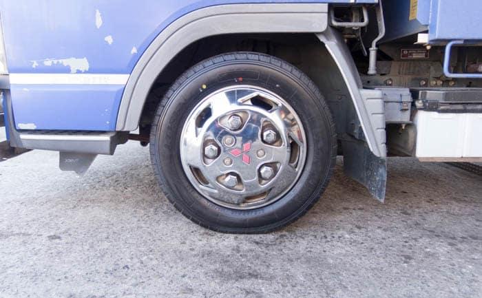 キャンター LT151R タイヤ交換
