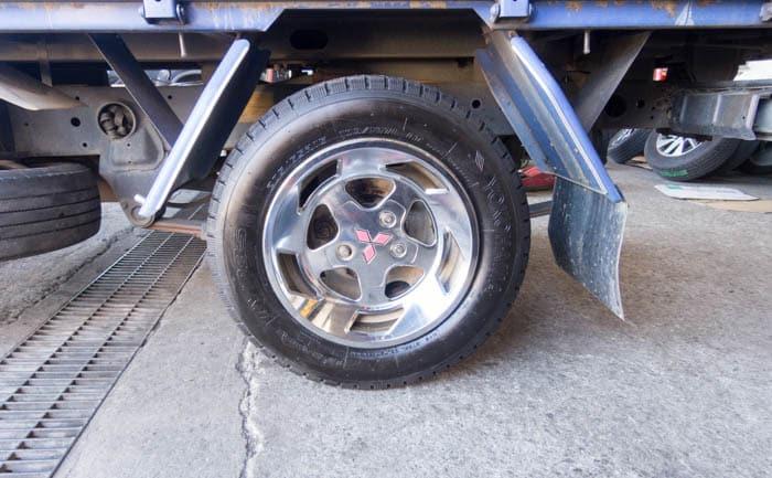 キャンター TY285 タイヤ交換