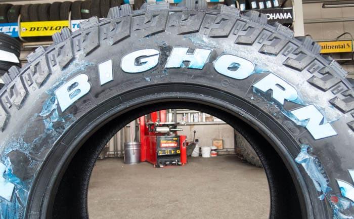 ビッグホーン タイヤ交換 ホワイトレター