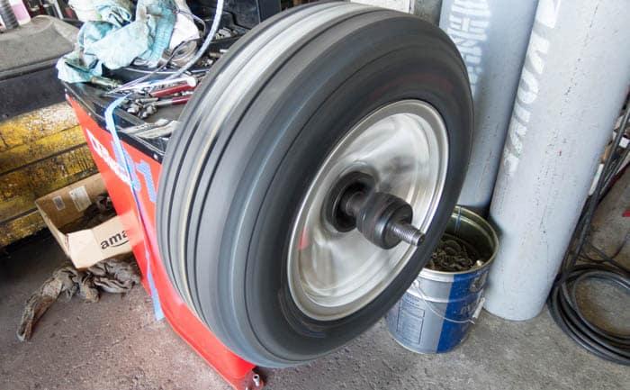 相広タイヤ  バランス調整 タイヤ交換