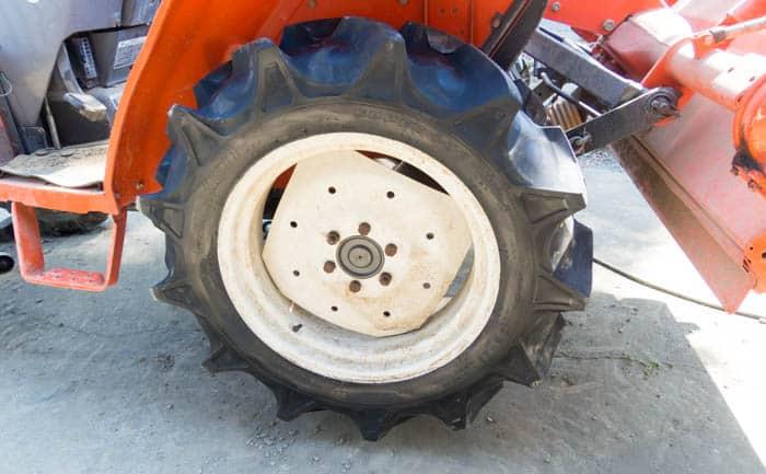 トラクター タイヤ交換 出張