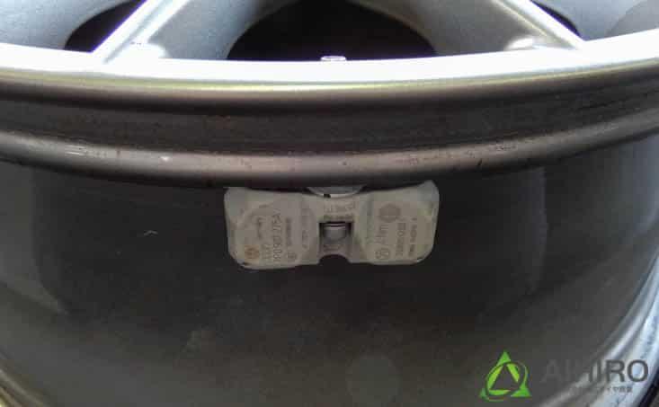 ポルシェカイエン 空気圧センサー 交換
