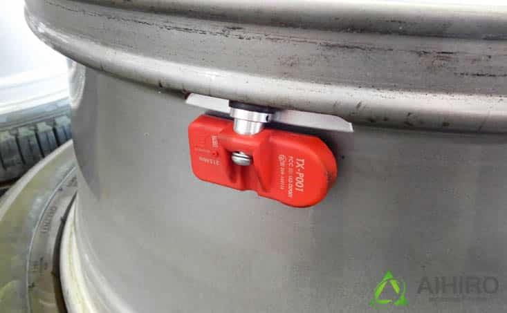 空気圧センサー 相広タイヤ 取り付け