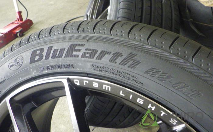 ヨコハマタイヤ ブルーアースRV02 タイヤ交換