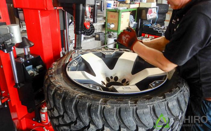 ハマーH1 オープンカントリー タイヤ交換