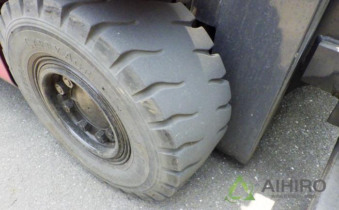 フォークリフト フロントタイヤ タイヤ交換