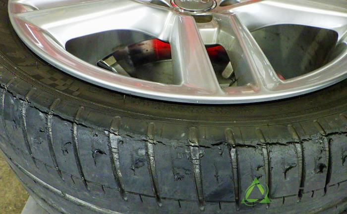 アウディ タイヤ ひび割れ