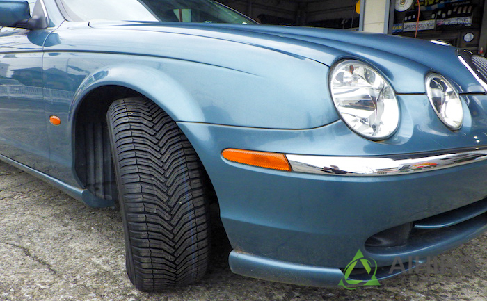 ジャガーSタイプ タイヤ交換 相広タイヤ
