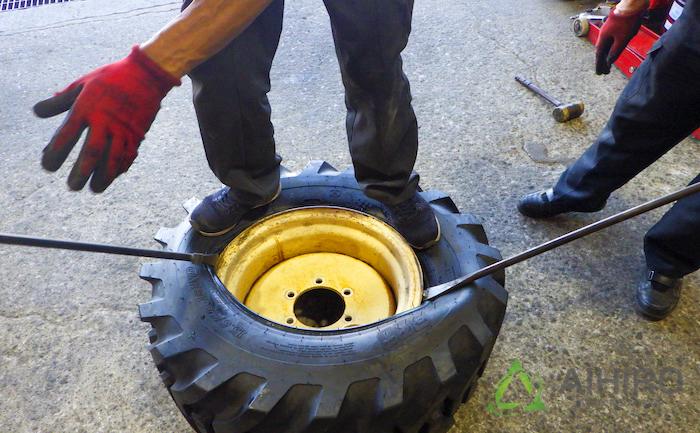 手組み タイヤ BKT
