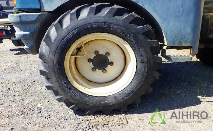 タイヤ交換 BKT リアタイヤ