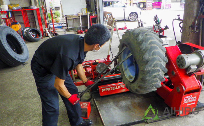 ホイールローダー タイヤ交換 タイヤレバー
