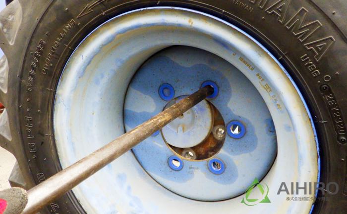 タイヤ交換 ジャッキ ボルト位置